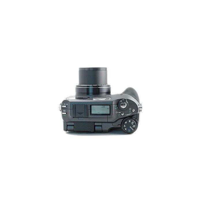 Olympus C-7070 Digital Camera (Camera Only) {7.1 M/P}