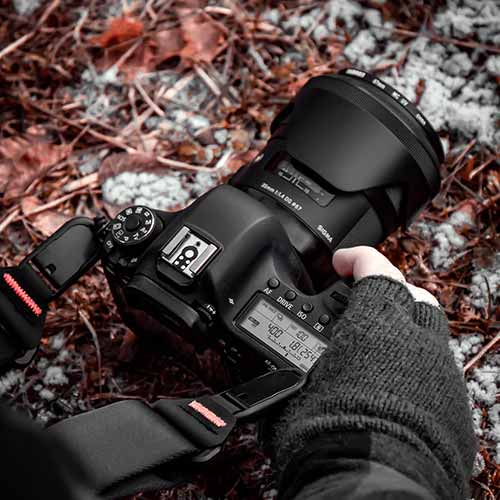 Photographer using camera with Sigma in cold weather